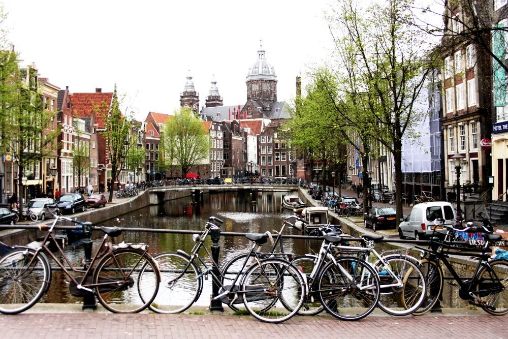 #PaysBas Dans les rues d'Amsterdam il y a…