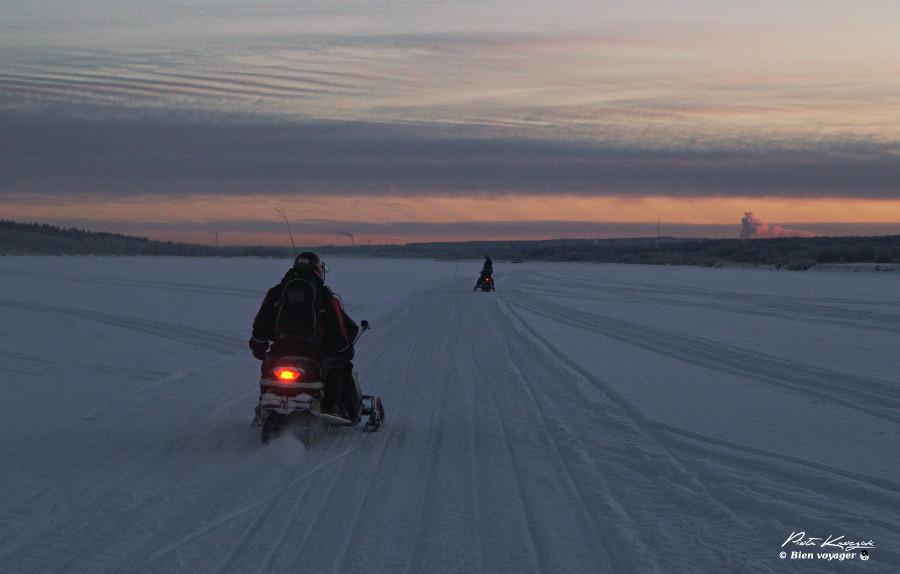 Rovaniemi-motoneige-coucher-soleil