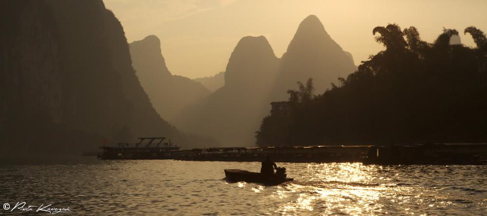 radeau coucher de soleil riviere Li