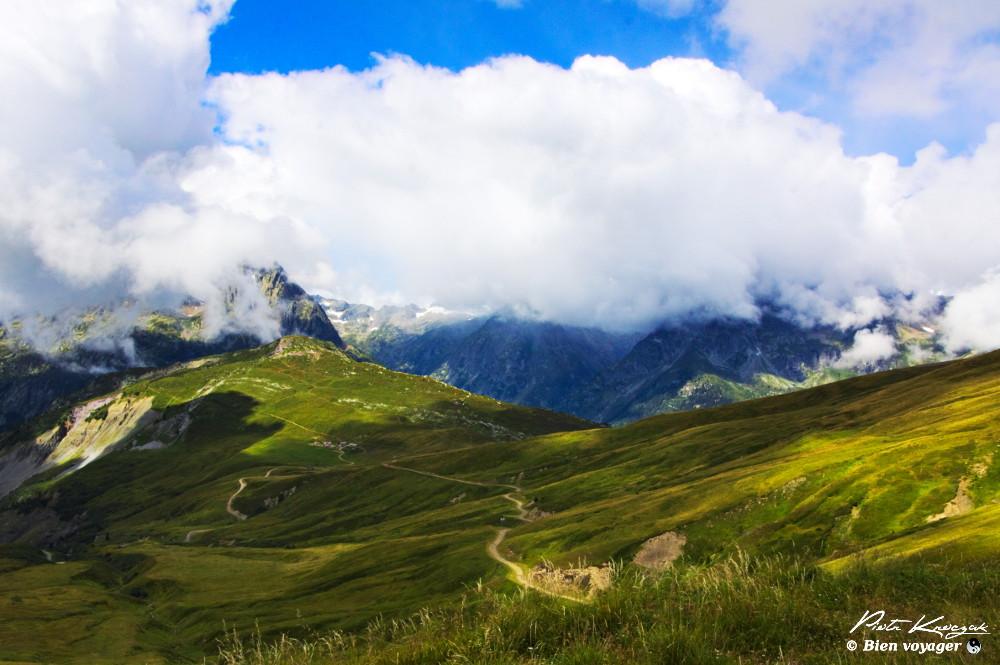 chemin trek montagne