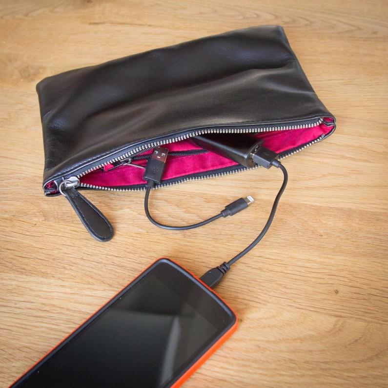 sac-a-main-avec-chargeur-pour-smartphones-647